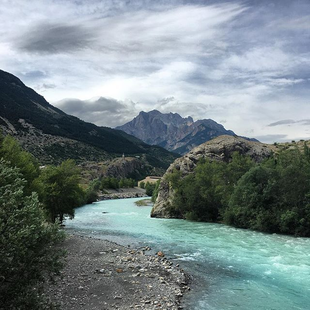 Storms coming #briancon #argentierelabessee #durance #storm #rivers #summer #frenchalps #mountains #pebblebeach #clouds #sublime #montereylocals #pebblebeachlocals - posted by Daniel J. Fylan-Smith https://www.instagram.com/intotheoutside - See more of Pebble Beach at http://pebblebeachlocals.com/