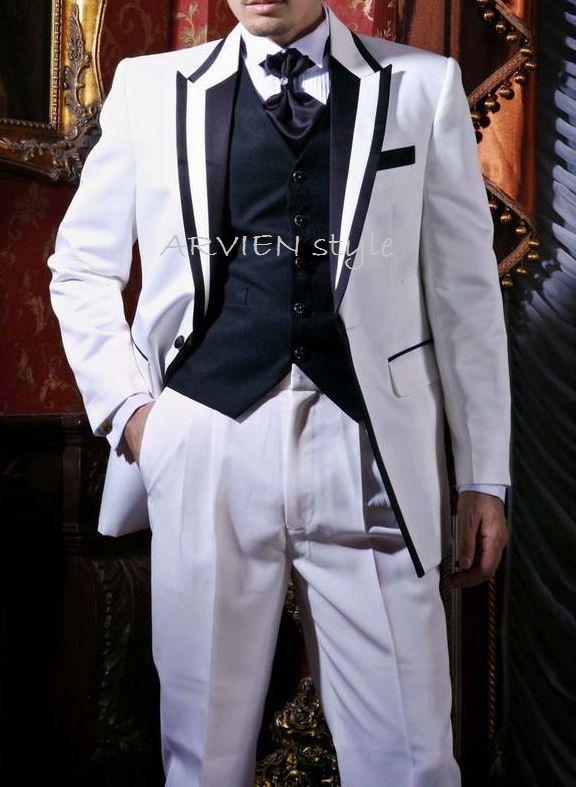 Jual jas pengantin untuk nikah baik sebagai baju jas akad nikah maupun jas pemberkatan dengan warna dasar putih dipadu dengan lis hitam yang keren bikin penampilan tambah modis dan elegan. Harga jas pengantinnya juga ndak mahal.  Bahkan sangat murah  PULAUBATIK.COM
