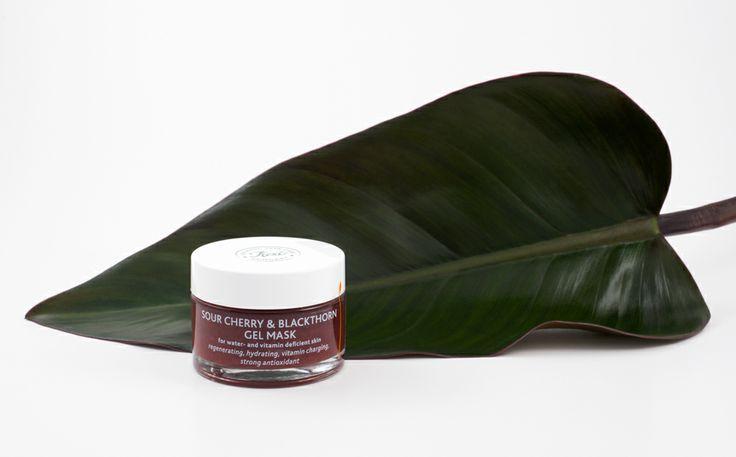 Sour Cherry & Blackthorn Gel Mask