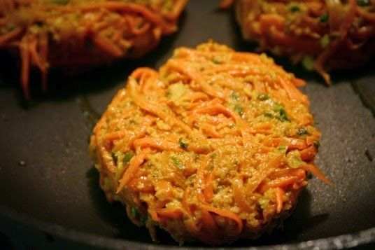 O hambúrguer de cenoura, além de delicioso, é saudável e muito nutritivo.E é um ótimo substituto da carne.Sugerimos substituir a carne por esse hambúrguer sempre que possível.