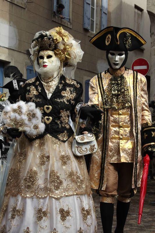 как надо одеваться на венецианский бал фото жители рассказывали