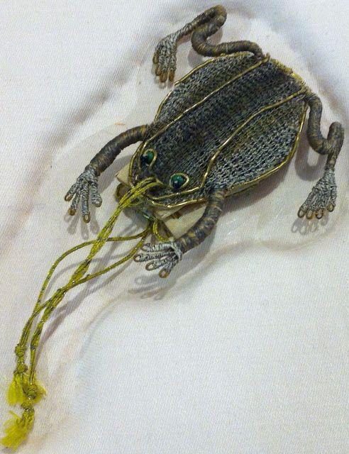 Isis' Wardrobe: 17th century frog purses