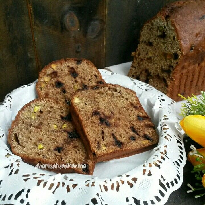 Banana Bread with chocochips and pistachio