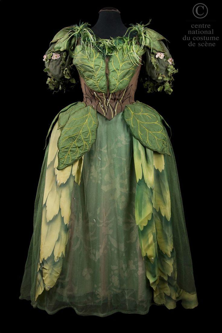 Opéra Obéron de Carl Maria von Weber : costume de fée. Centre National du Costume de scène; http://cncs.skin-web.org/costume/une-fee