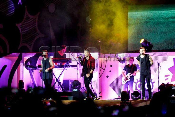 Konser One Direction Sihir Ribuan Penggemarnya di GBK http://sin.do/bzGY  http://photo.sindonews.com/view/11738/konser-one-direction-sihir-ribuan-penggemarnya-di-gbk