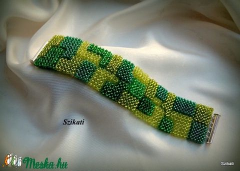 Zöld mozaik gyöngyfűzött karkötő (szikati) - Meska.hu