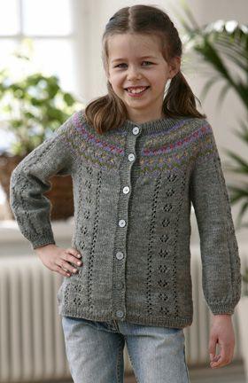 Fin, grå pigetrøje strikket med rundt bærestykke
