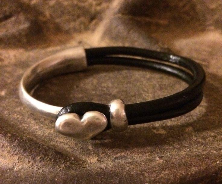 Svart läderarmband, silverstomme hjärta Black leather bracelet, silverframe heart SAMs Design handmade