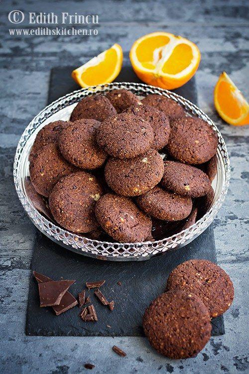 Biscuiti cu ciocolata si portocale fara faina si fara zahar, indicati in dieta low carb si ketogenica si pentru cei cu intoleranta la gluten.