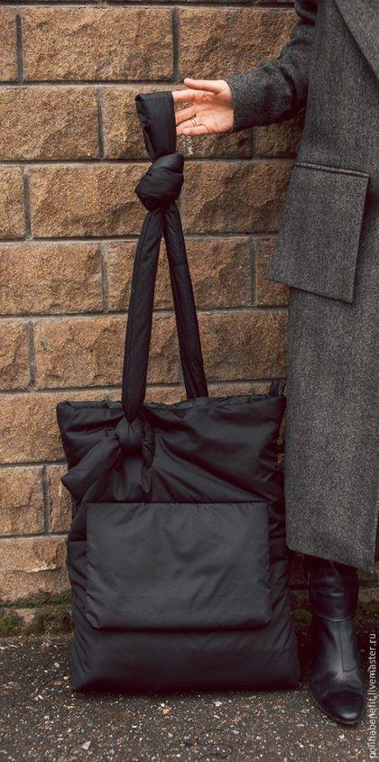 Купить или заказать Дутая большая сумка - мешок с максимальным функицоналом в интернет-магазине на Ярмарке Мастеров. Если вы любите большие,стильные и функциональные сумки , то этот tote - bag однозначно ваша история. Сумка имеет две стороны, с одной стороны она выполнена из плотной плащёвой матовой ткани и имеет большой карман с клапаном на кнопке. С другой стороны сумка более авангардная из-за ткани,которая уже так давно полюбилась мне: инновационная плащёвка с эффектом бумаги.