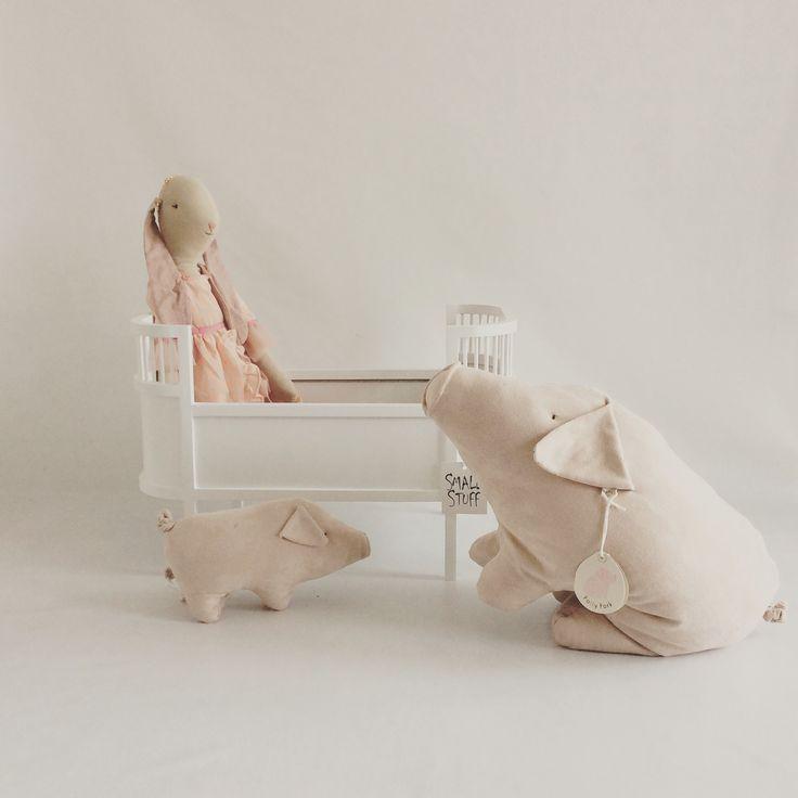 Smallstuff säng och maileg grisar och kanin