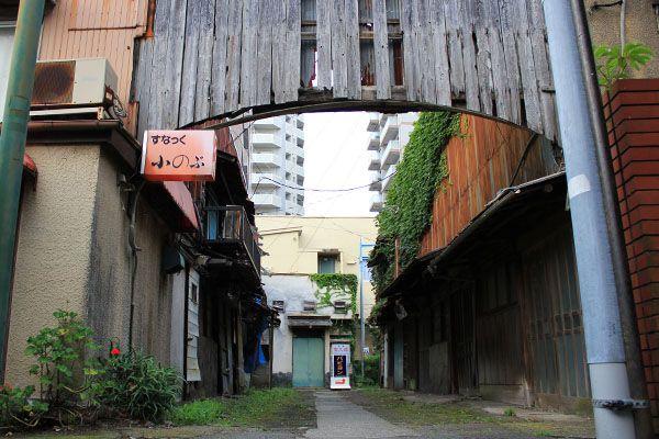 旧辰巳町藤沢新地、赤線跡