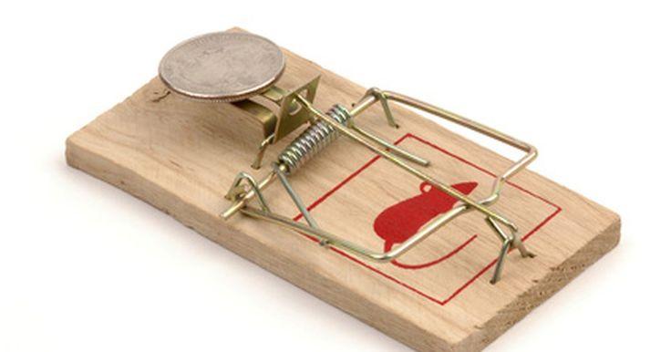 Sobre carros de ratoeira. Essas pequenas ratoeiras de madeira que se encaixam e matam ratos que tentam pegar o queijo ou manteiga de amendoim podem ser usadas para carrinhos de brinquedo de potência. Professores usam carros de ratoeira como objetos para ensinar a seus alunos sobre a física e os processos de engenharia e invenção. Em seguida, competem com os carros que ...