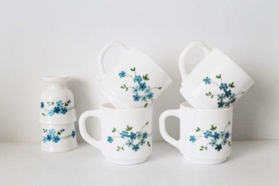 Set de 4 tasses Arcopal Expresso/café + 2 coquetiers - Veronica-Myosotis Pattern-lait verre-Floral Pattern-70 s-Made in France - Kitchenalia