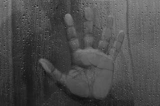 Hand on the window - Kéz az ablakban