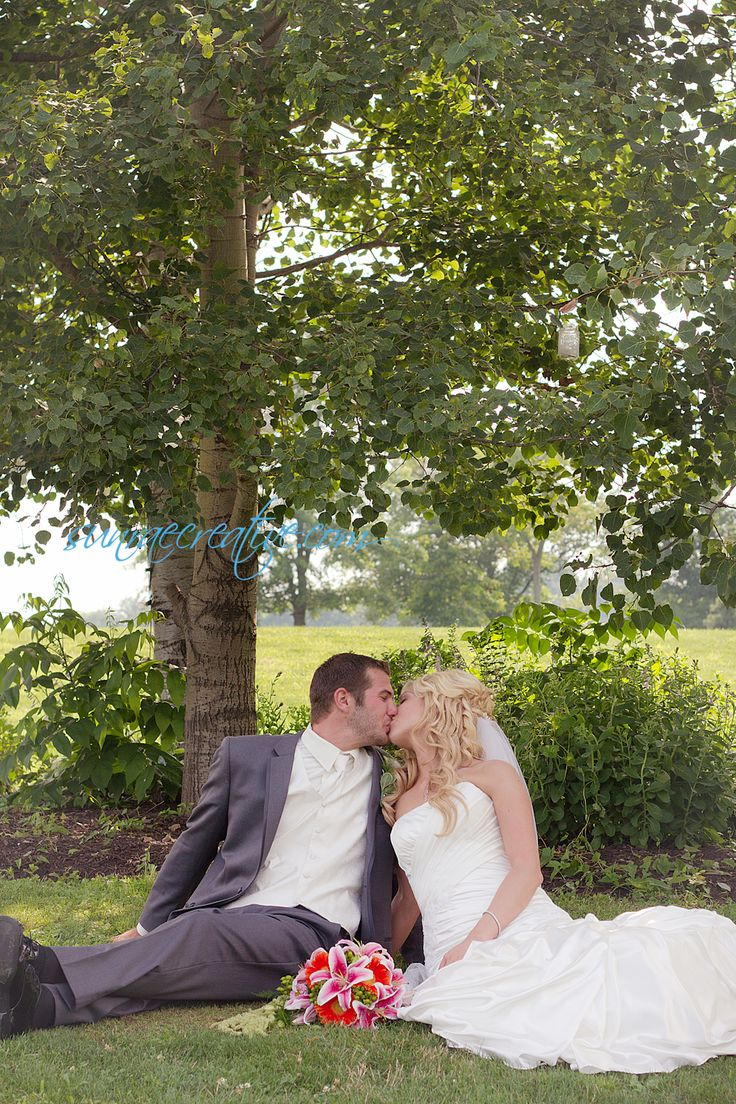 Sweet kiss, country wedding