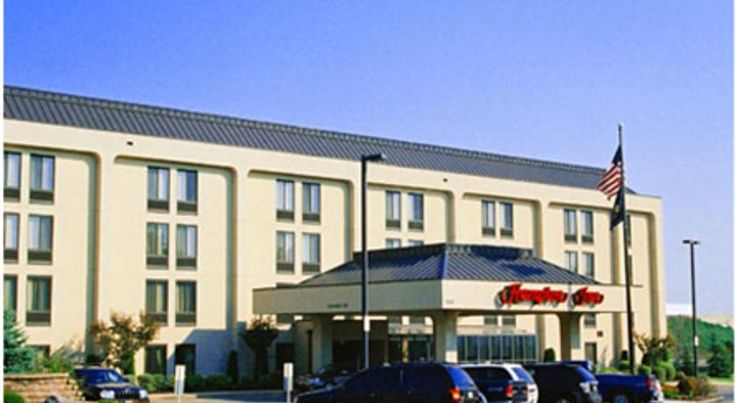 Hampton Inn Erie-South I-90/I-79 Erie Located off Interstate 90 and within driving distance of Erie, Pennsylvania attractions, including wineries and lakes, this hotel provides a free daily hot breakfast and signature in-room Cloud Nine beds.
