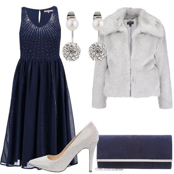 Per una serata elegante propongo questo outfit composto da abito blu con paillettes argento da abbinare ad una giacca grigia. Pochette blu e scarpe argento riprendo i colori dell'abito. Orecchini in metallo con pietre e perle per illuminare l'outfit.