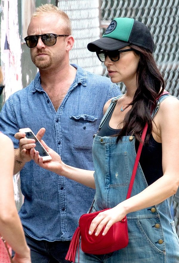 Orange Is the New Black's Laura Prepon is dating actor Ben Foster, a source reveals in the new issue of Us Weekly — get the details