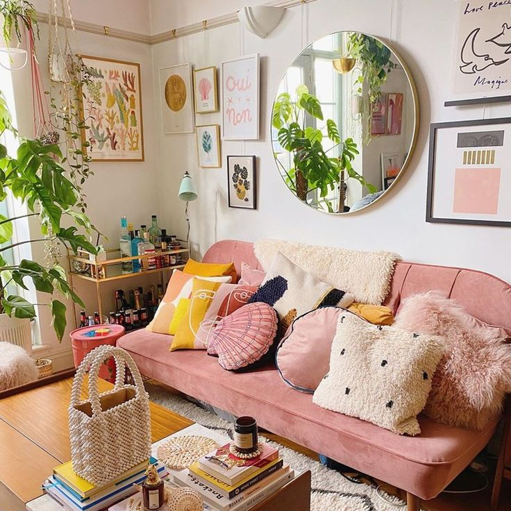 The Divine Secrets to Creating an Influencer-Worthy Picture Wall – Anxiety Room Ideas Bedroom, Bedroom Decor, Decor Room, Aesthetic Room Decor, Dream Decor, New Room, Home Decor Inspiration, Decor Ideas, Living Room Decor