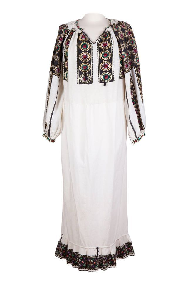 A special, vintage model of a traditional Romanian blouse/dress. #florideie #fashion #style #unique #design #romania #embriodery #traditional #motifs #vintage #dress