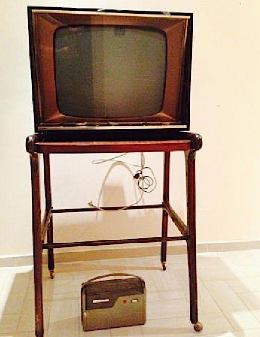 televisione a valvole con carrello e stabilizzatore Anni 60