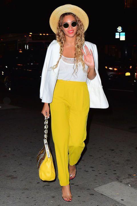 Comment ajouter du jaune à votre look estival? Une série de street styles et nos conseils vous aideront à trouver la pièce jaune qu'il vous faut!