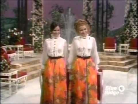 The Lawrence Welk Show - Roses - Ralna English Interview - 06-12-1971