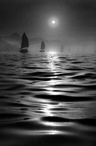 Hong Kong 1950s in Black and White by Fan Ho