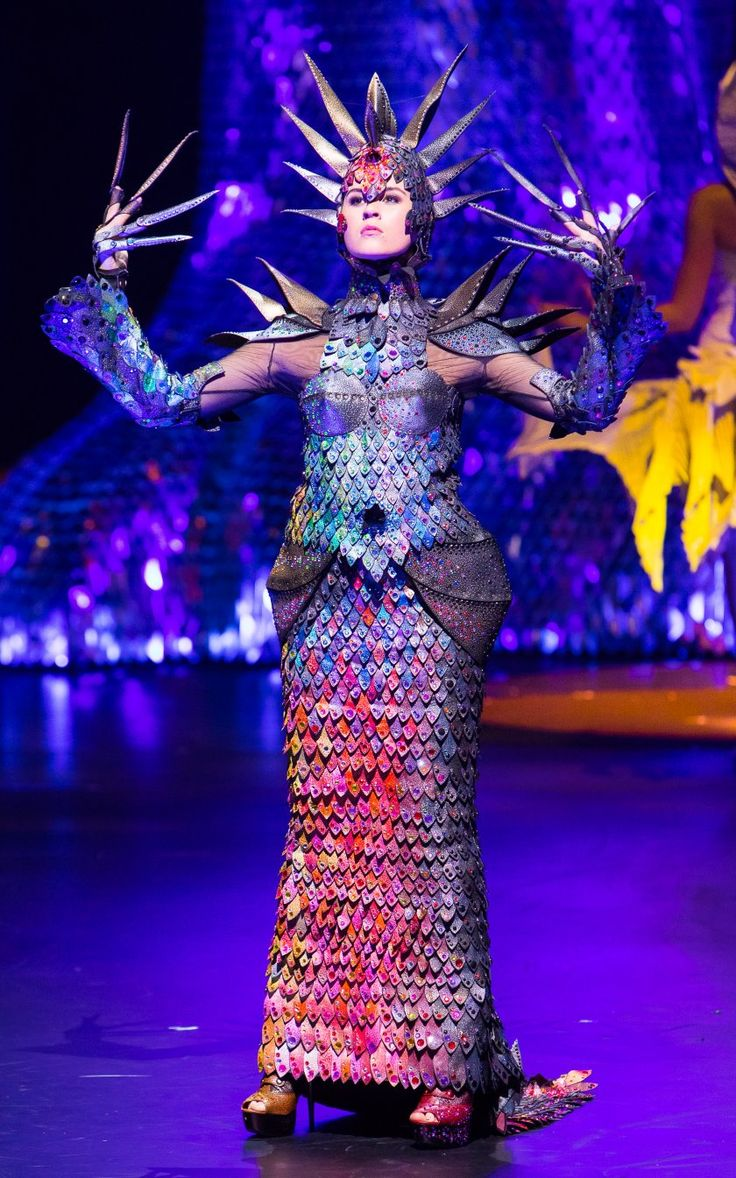 Lucire » Gillian Saunders takes top honours at 2016 World of Wearable Art…
