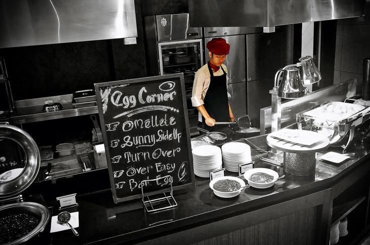 Our chef on showing kitchen at Cascade Restaurant #breakfast #chef #egg #yum #nom #earlymorning #moment #blackwhite