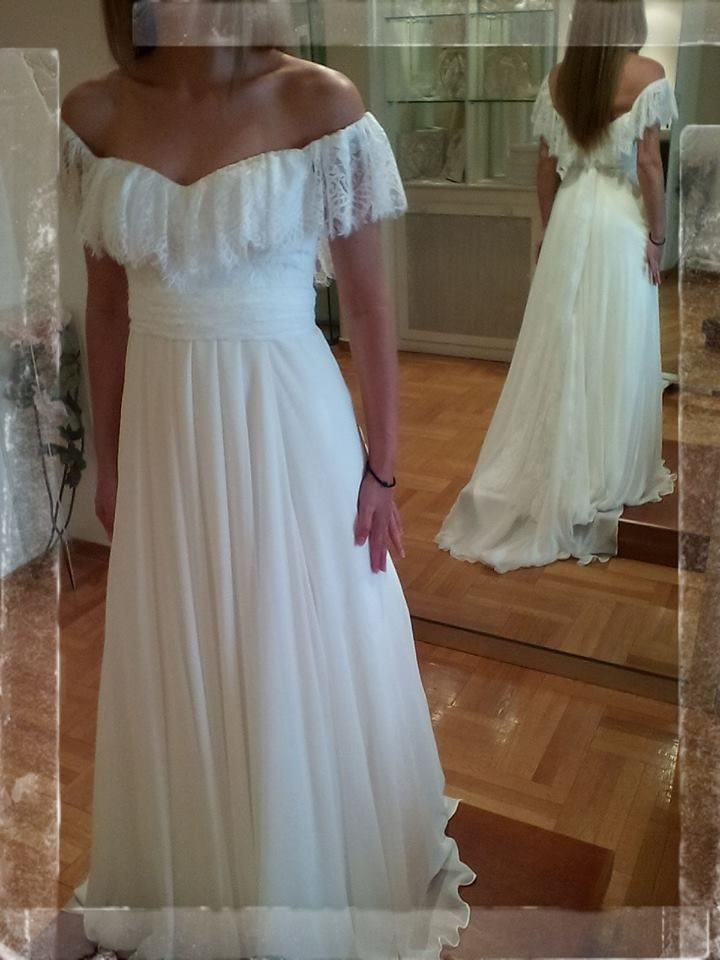 Eleni Kollarou / A romantic wedding dress with lace details