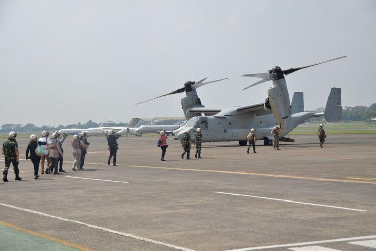 Rombongan naik ke pesawat MV-22 Osprey milik USMC di Bandara Halim. (Penerangan Lanud Halim Perdanakusuma)