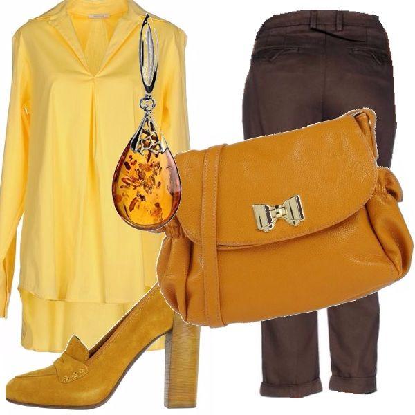 Tonalità di miele per gli elementi di questo outfit composto da un paio di pantaloni marroni , abbinati ad una camicia lunga gialla, décolletè in camoscio giallo e borsa a tracolla più scura. Su tutto una goccia d'ambra.