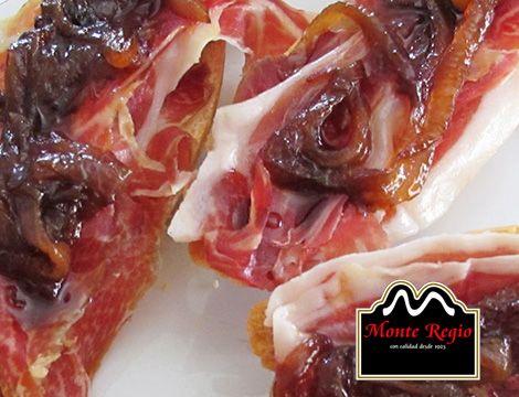 ¡Hora de hacer un descanso! ¿Te apetece probar estas deliciosas tostas de jamón ibérico #MonteRegio con cebolla caramelizada? ¡Ñam,Ñam!