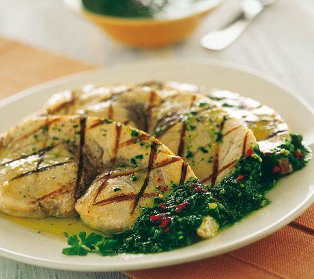 Pesce spada al cartoccio con olive e capperi