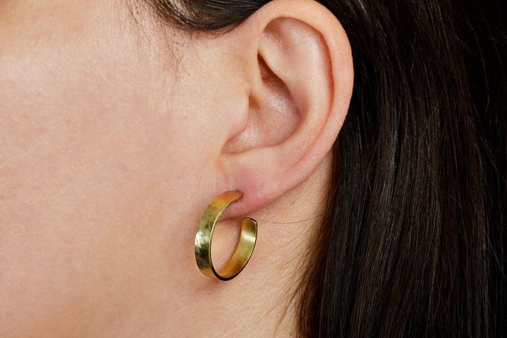 Small hammered hoops, thin small hoops, stud gold earrings, circle earrings, women hoop studs, minimal hoops, brass rings, gift idea by ColorLatinoJewelry on Etsy
