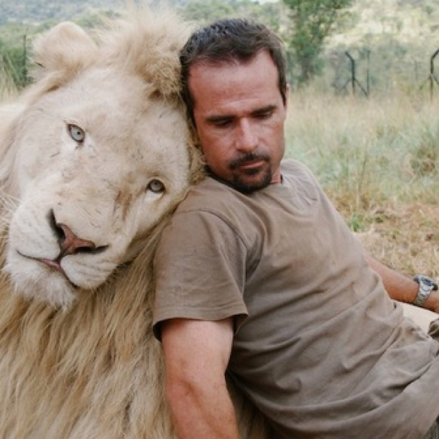 The lion whisperer, Kevin Richardson and Thor, his white lion.