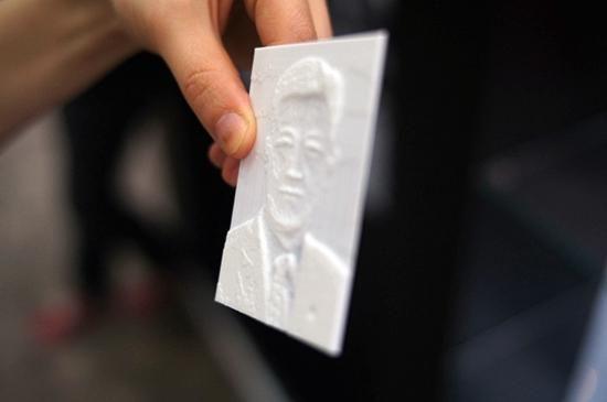 3DISON(www.rokit.co.kr)이 전시한 3D 프린팅 사진. 시각 장애인들도 손끝으로 사진을 감상할 수 있도록 한다는 개념이다.