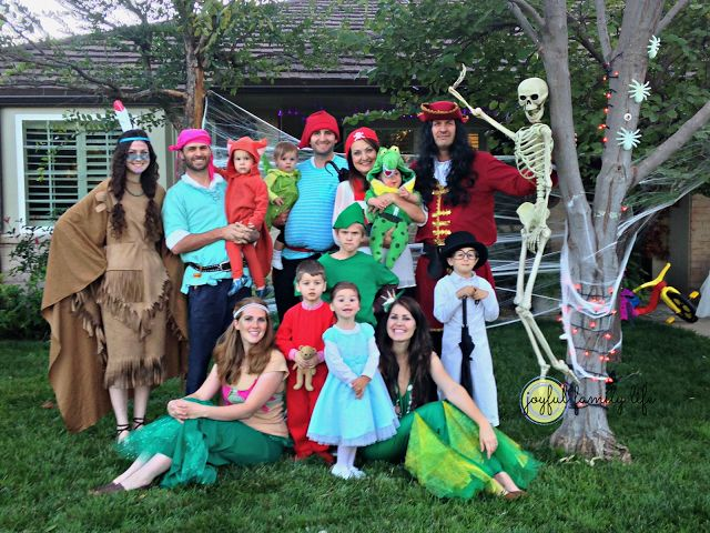 Large group Peter Pan costumes. Visit the blog! for even more family and group Halloween costumes ideas.