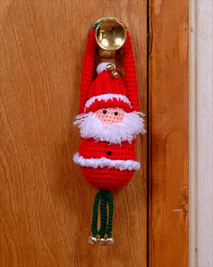 santa door Greeter -free pattern   I like the arm idea ...could add this idea to other Holiday figures ...I'd add some twirly leggs with bells,maybe I'll make a snowman one ♥