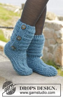"""Knitted DROPS slippers in garter st with rib in """"Andes"""". ~ DROPS Design"""