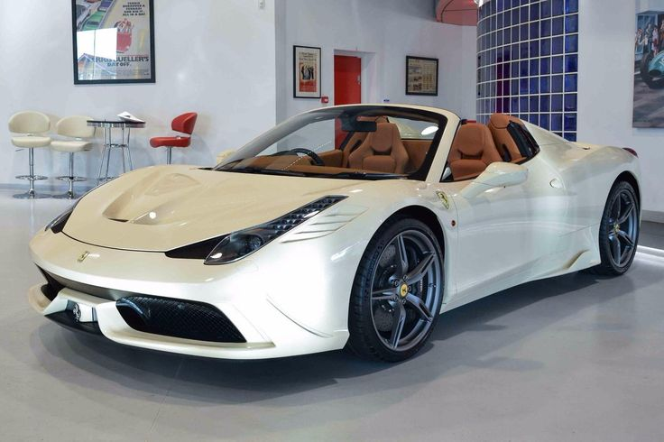 Pochi marchi automobilistici riscuotono un consenso unanime a livello globale come la Ferrari. A settant'anni dalla nascita della casa del Cavallino rampan