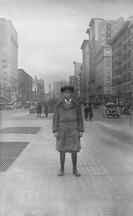 Irish boy arrived in New York [1920]