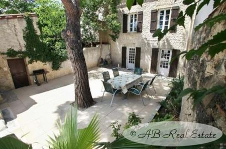 Maison de Maitre for sale in Béziers, France : *** Reduced Price *** Three story, character filled village house 164 m², 6...