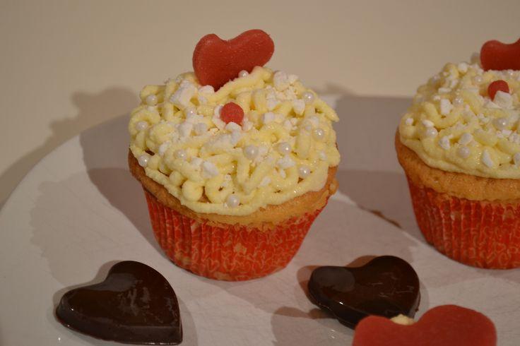Cupcakes di San Valentino. http://blog.giallozafferano.it/ilcassettodeisognisegret/cupcakes-di-san-valentino/