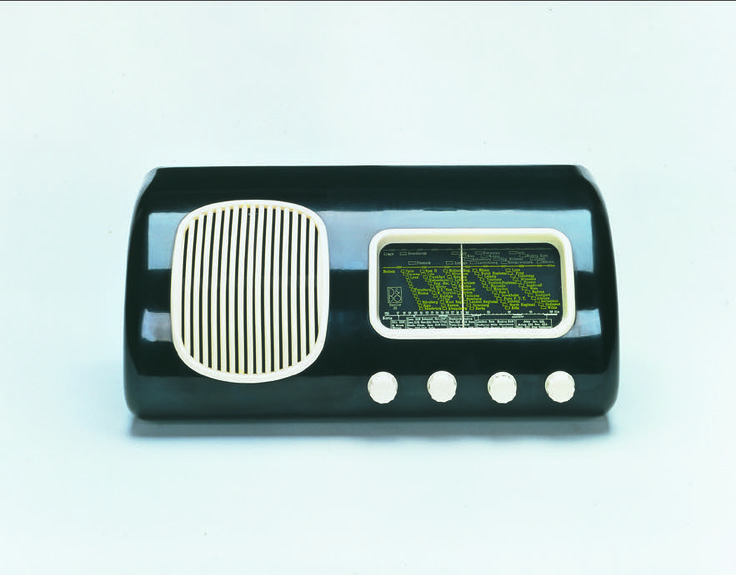 Iconic and evergreen! Beolit 39 from 1938 was the first Bang & Olufsen bakelite radio.
