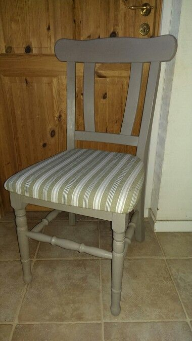 Så er stolen færdig, er så heldig at være blevet malet med Chalk Paint French Linen og fået lys voks. Fin, ik?
