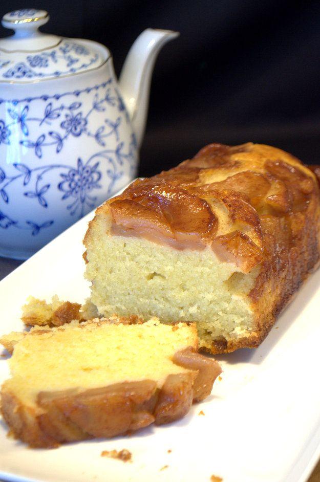 Recept voor een omgekeerde appelcake. Zachte appels met kaneel en kardemom, siroop en een smeuïge cake. Perfecte combinatie op Volg de kruimels.