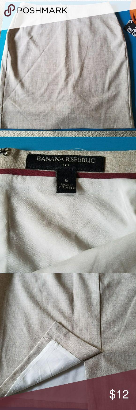 NWOT BANANA REPUBLIC CREAM SKIRT Great material with light lines. Inside slip. Banana Republic Skirts Pencil